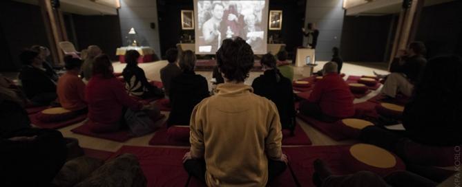 Projection du diaporama, conférence des 40 ans de Dhagpo à l'Institut