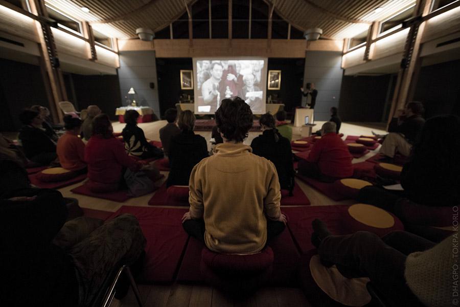 Tout le monde mesmérisé par Shamar Rinpoche