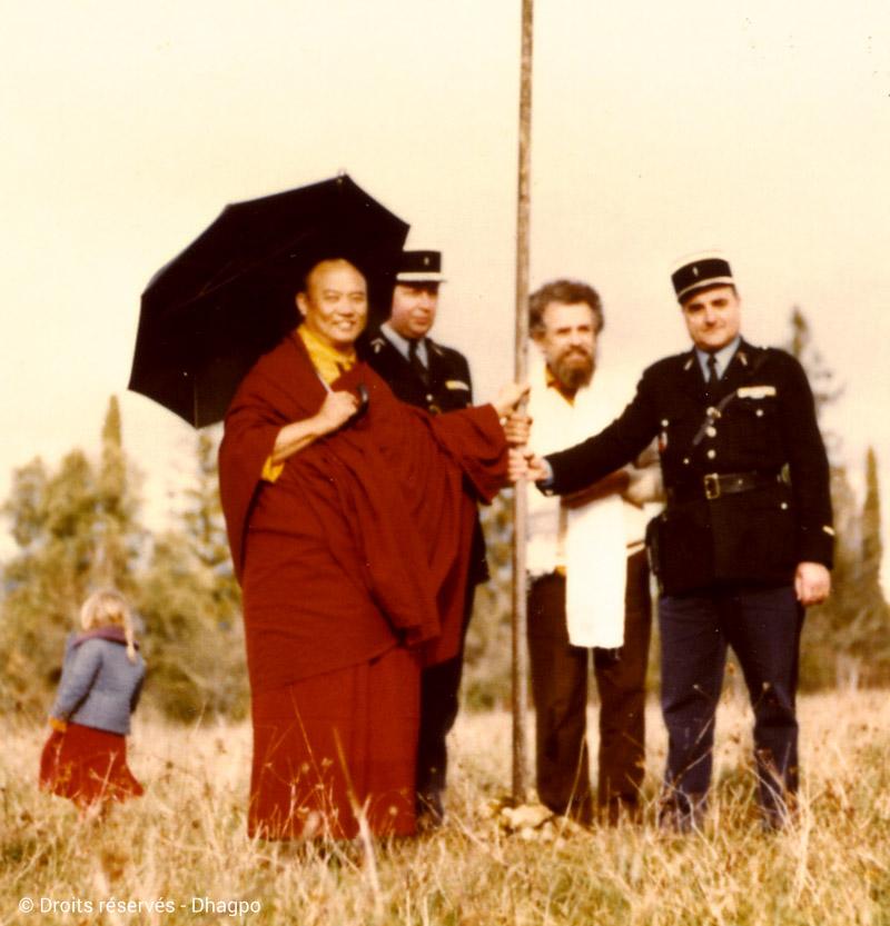 Le XVIè Karmapa et Bernard Benson sur la Côte de Jor en 1975