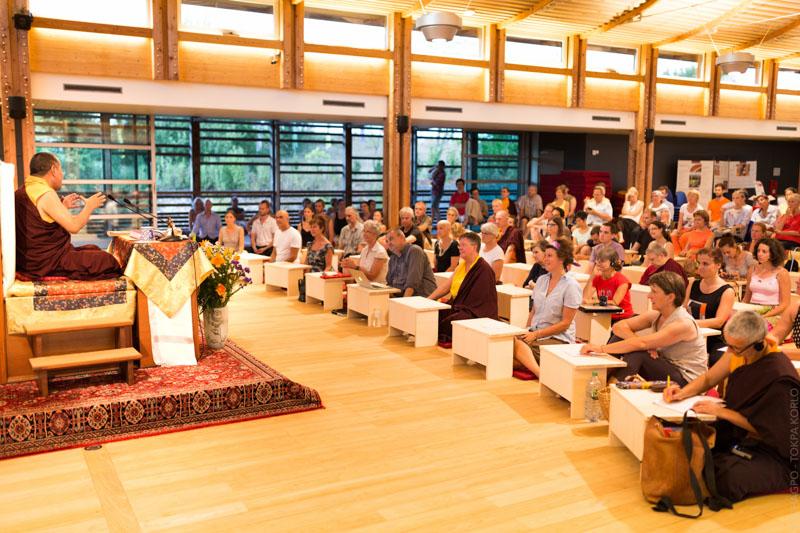 """""""Lundi 20 juillet, jour de dutchen, la soirée était consacrée aux souvenirs, et en l'occurrence à ceux de Khenpo Chödrak Rinpoché."""""""