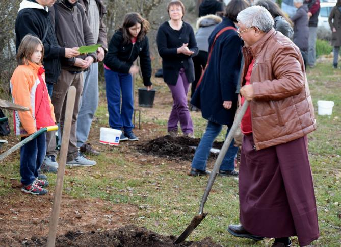 Jigmé Rinpoché a pris la première pelle