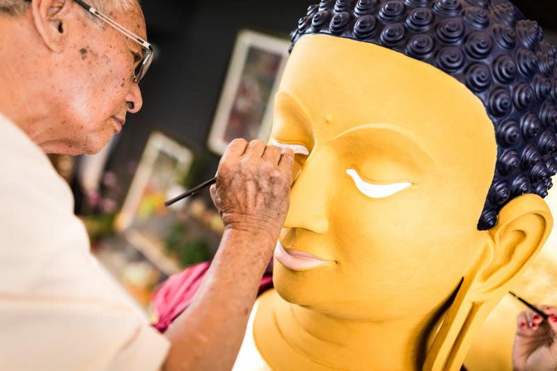"""""""Si elle commence avec le travail du peintre, cette « ouverture des yeux » ne prend véritablement effet qu'au moment du rituel de consécration final."""""""